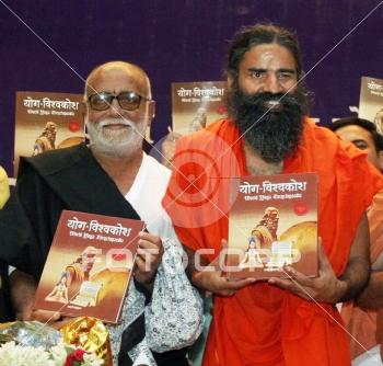 Fotocorp : Poojya Morari Bapu,Ramdev Baba Launch of World