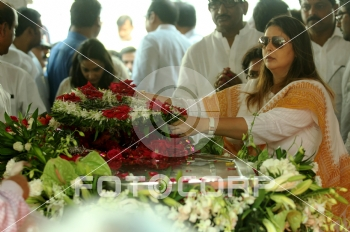 Fotocorp : Nagma Ex- Congress leader and Union Minister Murli Deora