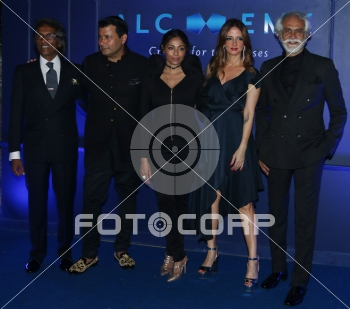 Fotocorp Fashion Journalist Vinod Nair Fashion Designer Ashish Soni Kalyani Chawla Vp Christian Dior Couture Interior Designer Sussanne Khan And Sunil Sethi President Fashion Design Council Of India Chivas Presents Chivas