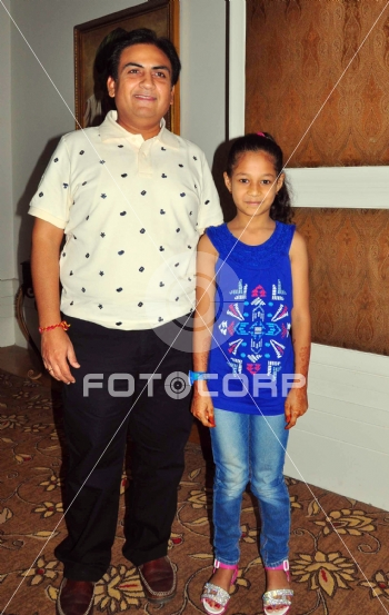 Fotocorp : Dilip Joshi Cast of TMKOC visits Jaipur